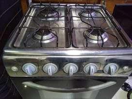 Estufa con horno usada marca centrales