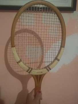 Vendo raqueta de tenis con uso de dos años