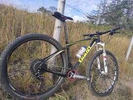 Bicicleta GIANT XTC carbon