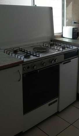 Vendo o Cambio cocina con horno a gas. (Cambio por articulo de mi interés)