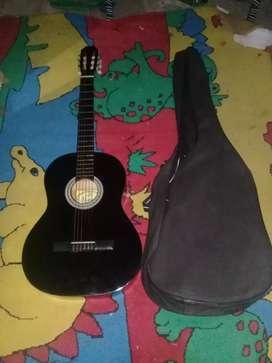 Una guitarra criolla nueva