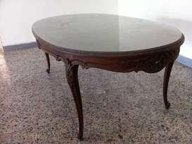 Mesa comedor antigua tallada.