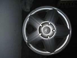 Vendo llanta Saros Renault Mégane con pequeño golpe