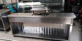 Samovar en acero inoxidable. Funciona con alcohol. Frente 220cms fondo 42cms