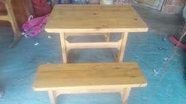 Vendo  4 juegos de mesa con sillas  en madera  para restaurante