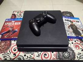 PlayStation 4 con 2 meses de uso