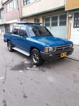 Camioneta Toyota Hilux Recien Pintada Y En Muy Buen Estado.