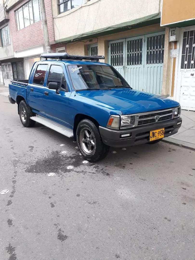 Camioneta Toyota Hilux Recien Pintada Y En Muy Buen Estado. 0