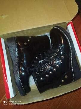 Botas negras, cocidas