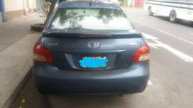 Toyota yaris azul metálico