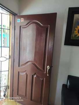 Venta de puerta , ventana con sus rejas en buen estado