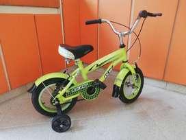 Bicicleta verde para niño