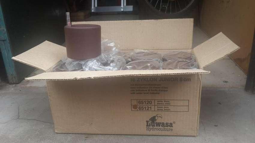 Caja x16 Macetas con medidor de agua Completo 8cm
