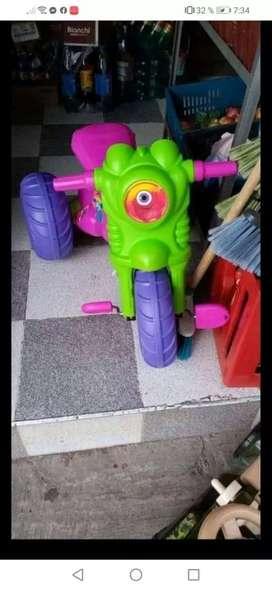 Vendo juguetes para niños y estuche de niña muñeca