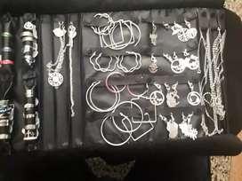Aros , cadenitas , pulceras y anillos