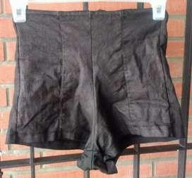 Shorts tela engomada
