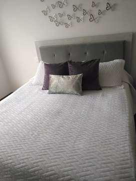 Vendo cama en madera flor morado 1.60*1.90