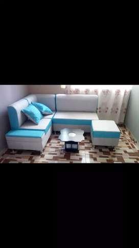 Sala con mesa pequeña