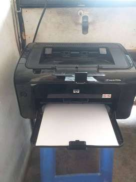 Impresora HP Laserjet P1102W en excelentes condiciones.