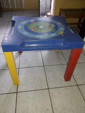 Mesa de niño marca basa (usada)
