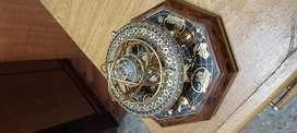 Hermoso reloj astral de bronce madera y plastico a pila una pila doble A