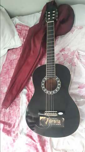 Se vende guitarra acustica 100 negociable