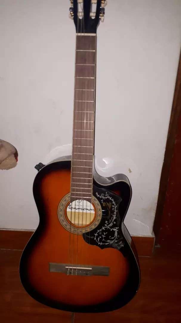 Remate de Guitarra Acústica Usada 0