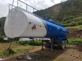 Venta cisterna de agua 7000 gl. Semi remolque con 2 ejes.