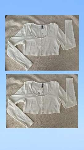 Buso blanco corto totalmente nuevo con etiqueta