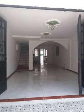 Vendo hermosa casa dos pisos excelente sector urb.hierbabuena v/cencio a 5 minutos centro ciudad