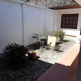 Se vende o se alquila casa, ubicada en el barrio centro, diagonal a plásticos del cauca