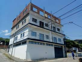 Se vende edificio de cuatro pisos o apartamentos individuales.