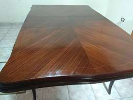 Excelente mesa estilo Luis XV