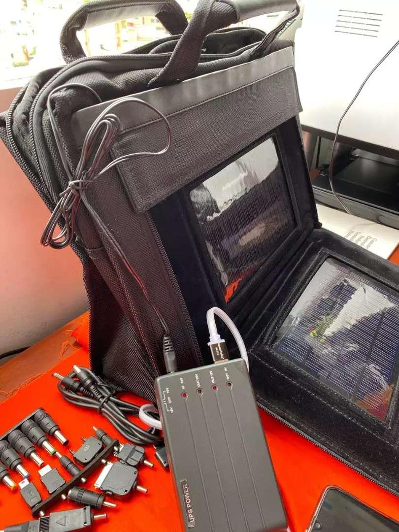 Maletin cargador SOLAR de mano con paneles solares integrado y batería recargable power bank