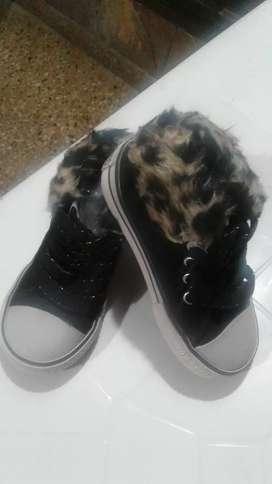 Zapatillas con piel