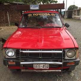 Camioneta Toyota modelo 80