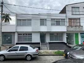 Se arrienda casa comercial frente al hospital San Juan de Dios