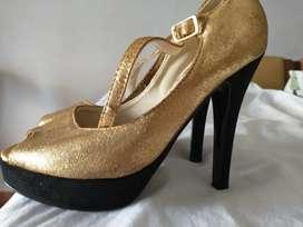 Zapatos se fiesta dorados