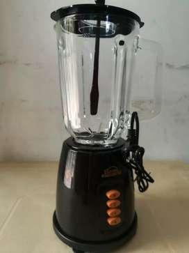 Se vende licuadora homen element nueva vaso de vidrio 1.5 litros dos velocidades
