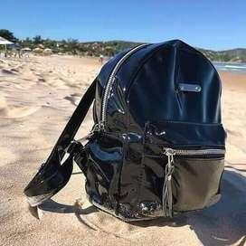 Mini mochila de charol