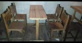 Juego de mesa y cuatro sillas