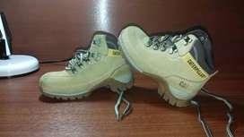 De venta botas Caterpillar para niño