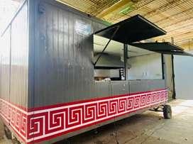 Vendo , tremendo food truck , equipado ( instalacion de agua, gas, bacha , dos friteras nuevas , campana acero .-