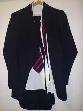 Saco, Pantalon, Camisa y Corbata. Ambo.