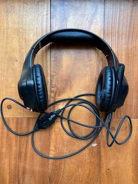 Auriculares Nisuta con microfono regulador de volumen y muteado