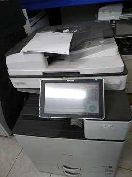 fotocopiadora e inpresora láser color Ricoh mp 2004