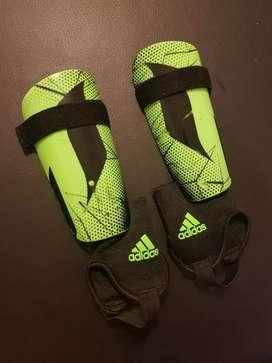 Canilleras de fútbol adidas
