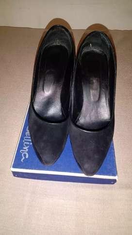 Zapatos de vestir muy finos usados