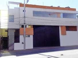 Local comercial de 3 pisos en Av. Principal de Paucarpata