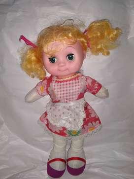 muñeca ojos movibles y pelo largo